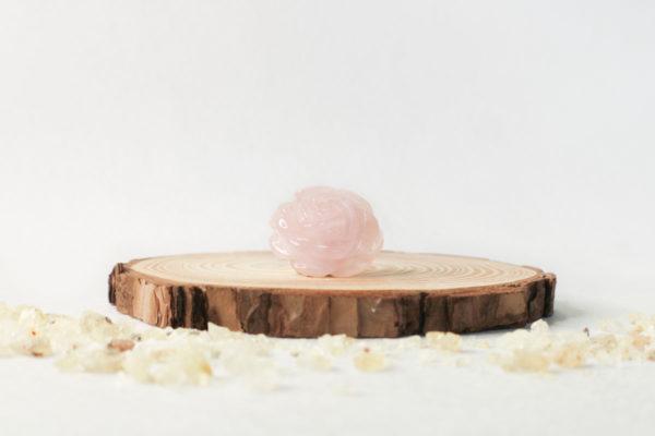 rosa tallada en cuarzo rosa